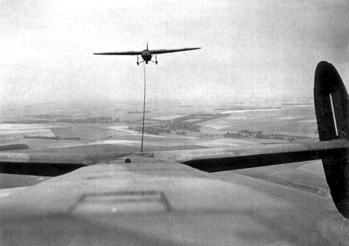 Albemarle_towing_a_Horsa_glider